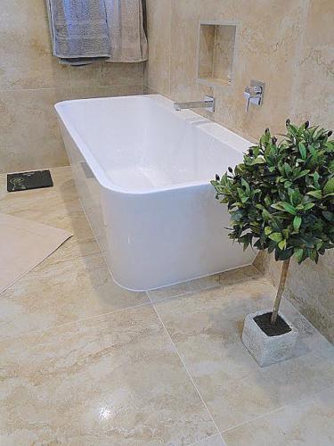 FREESTANDING BTW BATH